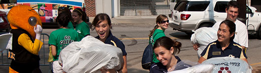 Picture of Buzz and students moving into residence halls for fall.